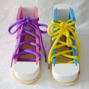 Ефективні способи, як навчити дитину зав'язувати шнурки